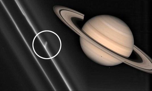 Objetos Misteriosos Capturados Nos Anéis de Saturno